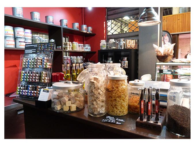 Mood board Design gourmet : le comptoir repositionné réouvre la boutique et l'espace de vente